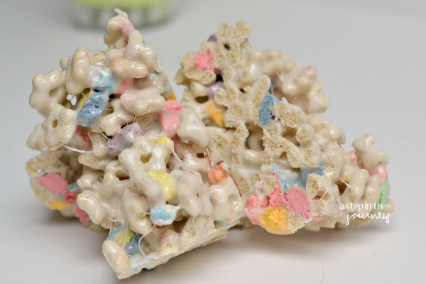 lucky_charms_rice_krispie_treats