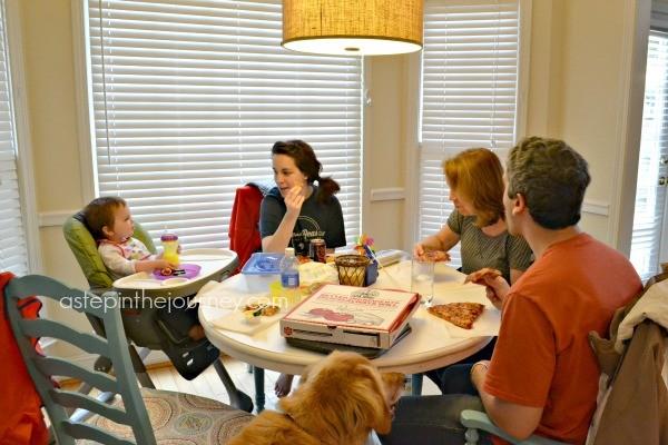 family_eating_pizza